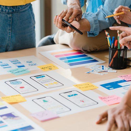 asian-business-people-meeting-brainstorming-ideas-D4FRNHL.jpg